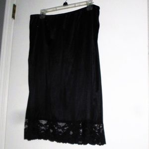 WOMEN'S PLUS SIZE BLACK HALF SLIP 2XL